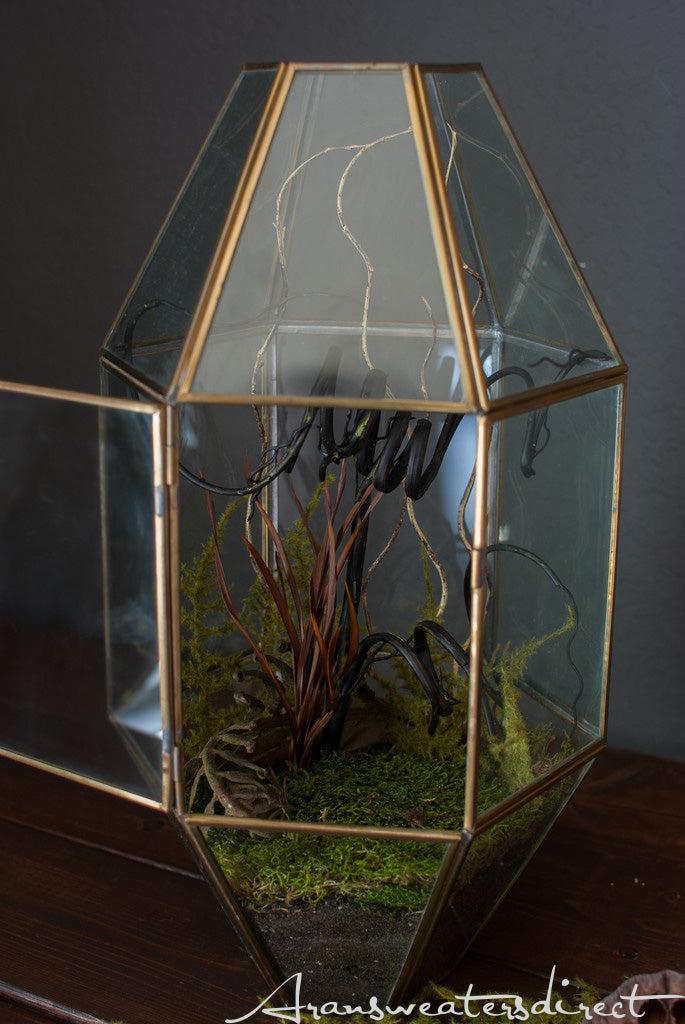 Create your own spooky terrarium (Step 4). #halloween #DIY #decorations