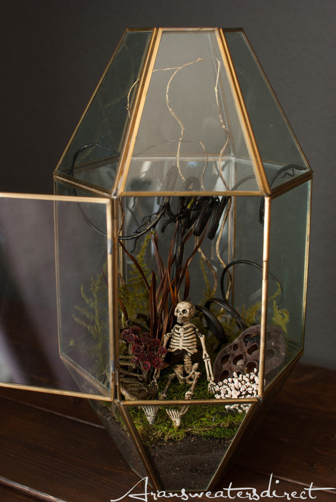 Create your own spooky terrarium (Step 5). #halloween #DIY #decorations