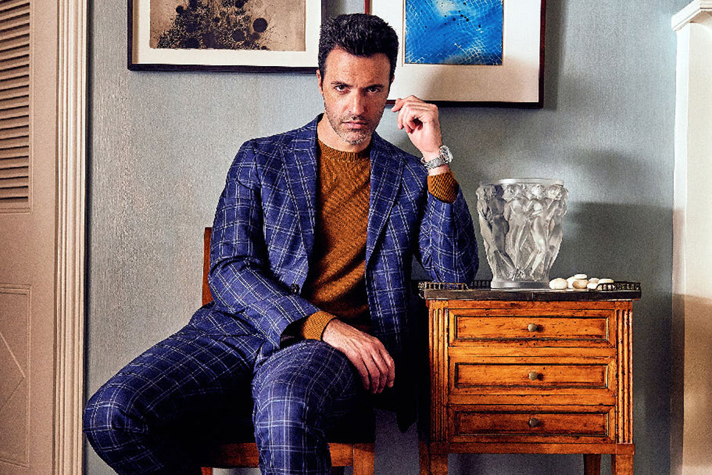 Reid Scott sits down with  VULKAN MAGAZINE ONLINE in Strong Suit.