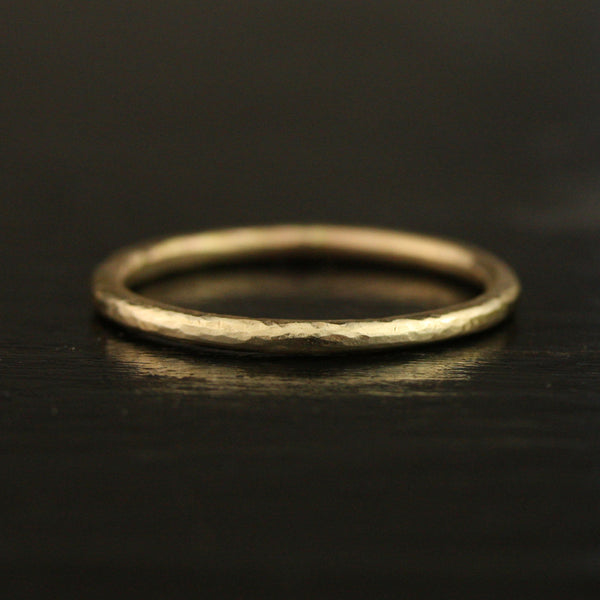 1.65mm Hammered Thin Full Round Ring - 18k