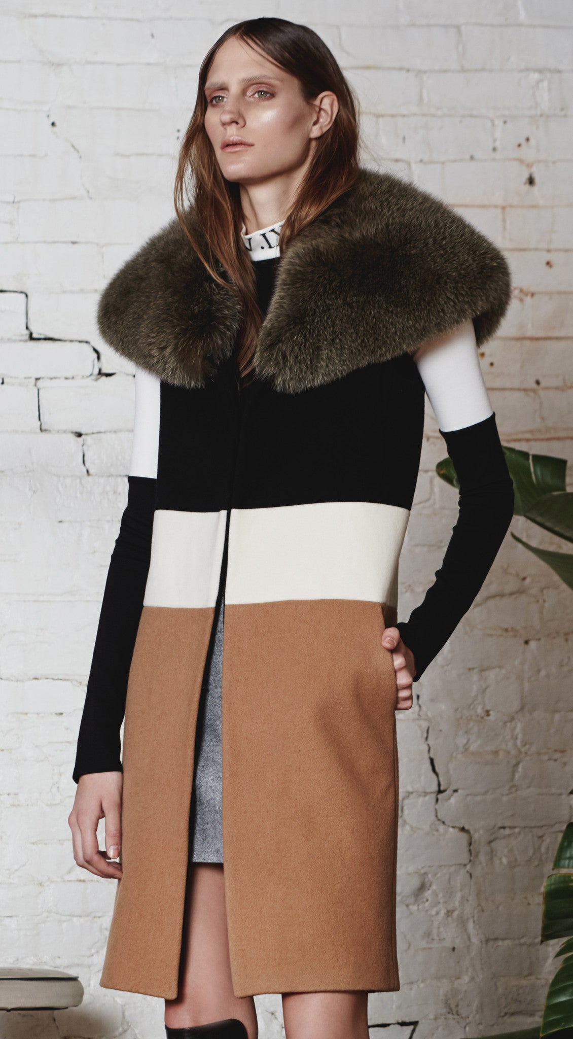 Color-Blocked Wool Vest With Fur Collar