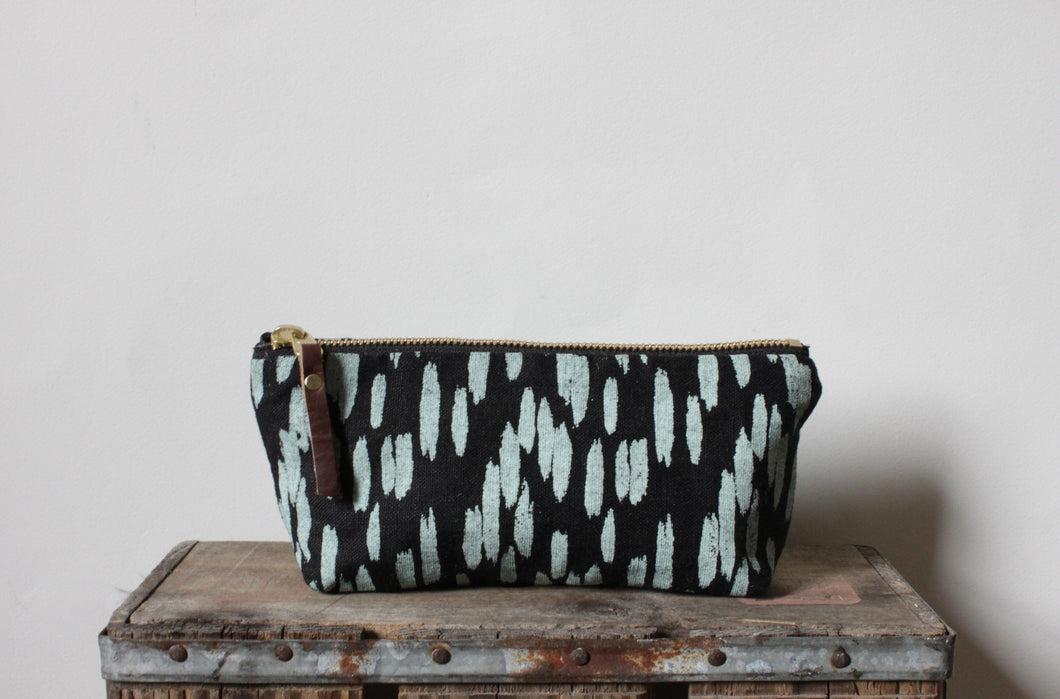 Oblong Pouch - Quill Black