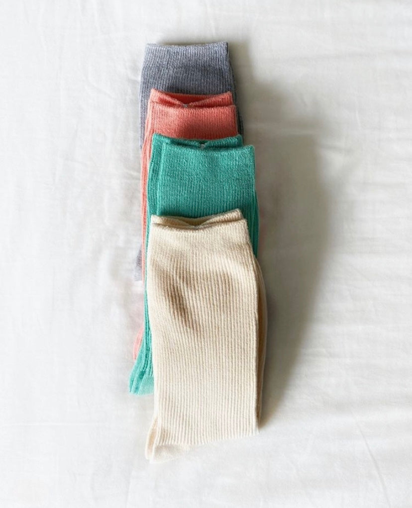 4 pairs of color socks