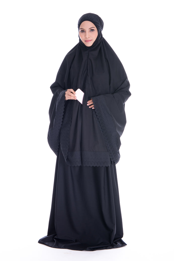Telekung Cotton Black made with pockets for inserting light stuffs. Its material is cooling and comfortable to be worn.