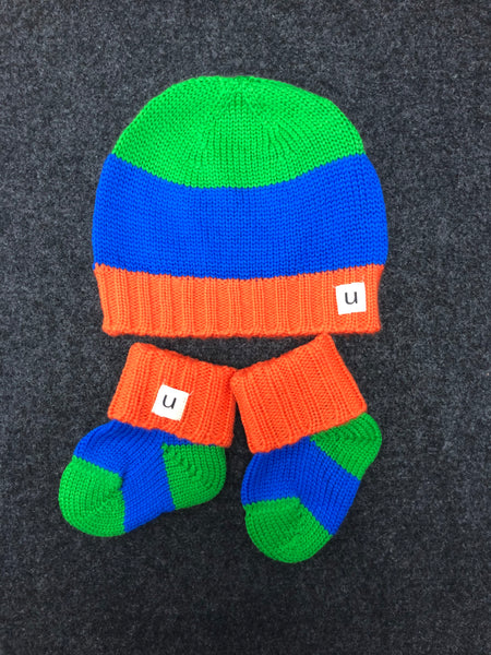 Hey Baby!  Beanie and Bootie Set