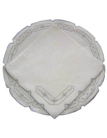 Lowestoft Round Placemat and Napkin