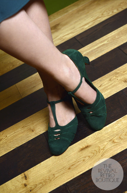 T bar vintage shoes with a low heel in green suede.