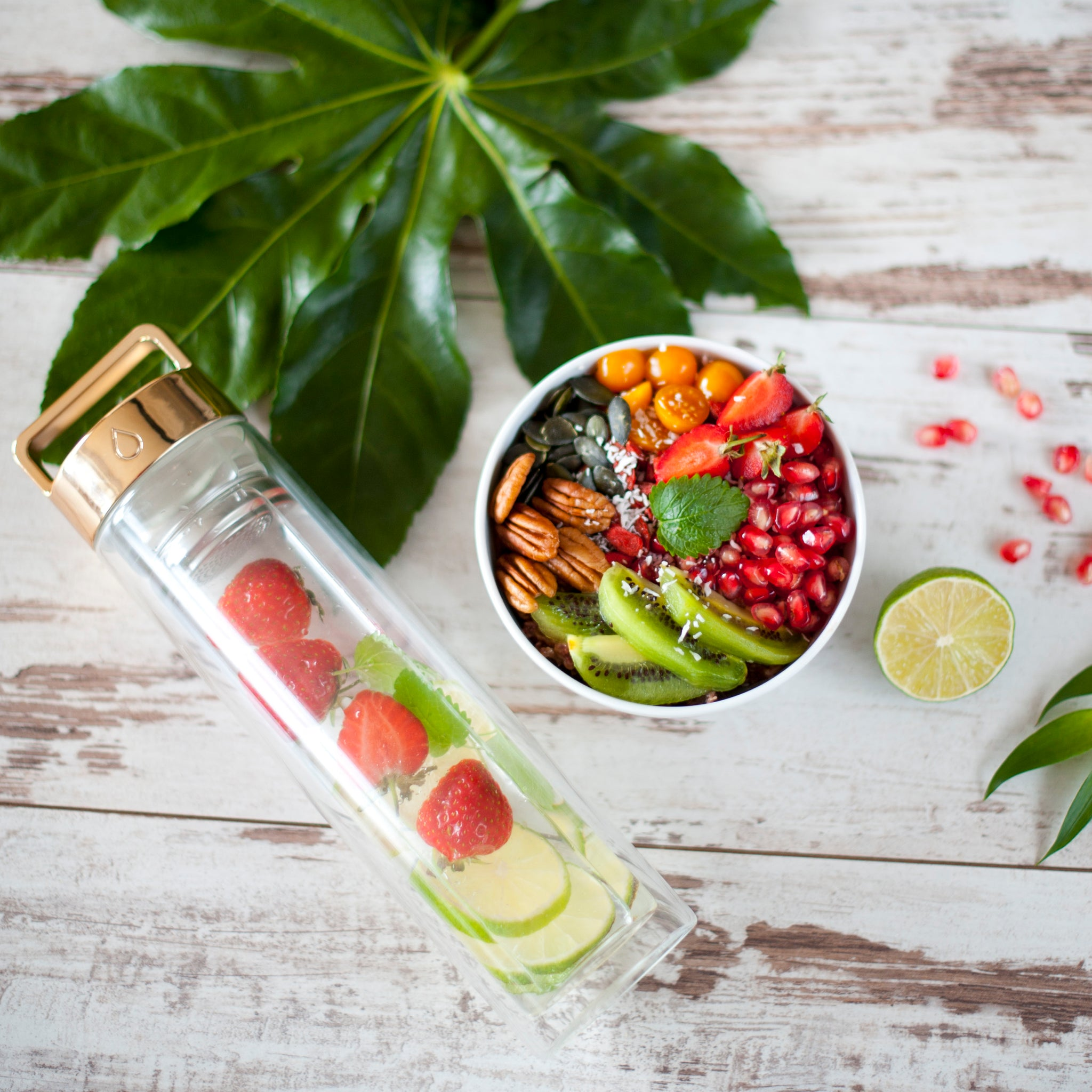 Strawberry, Lime & Wild Mint Detox Water // @_tasteoflife_