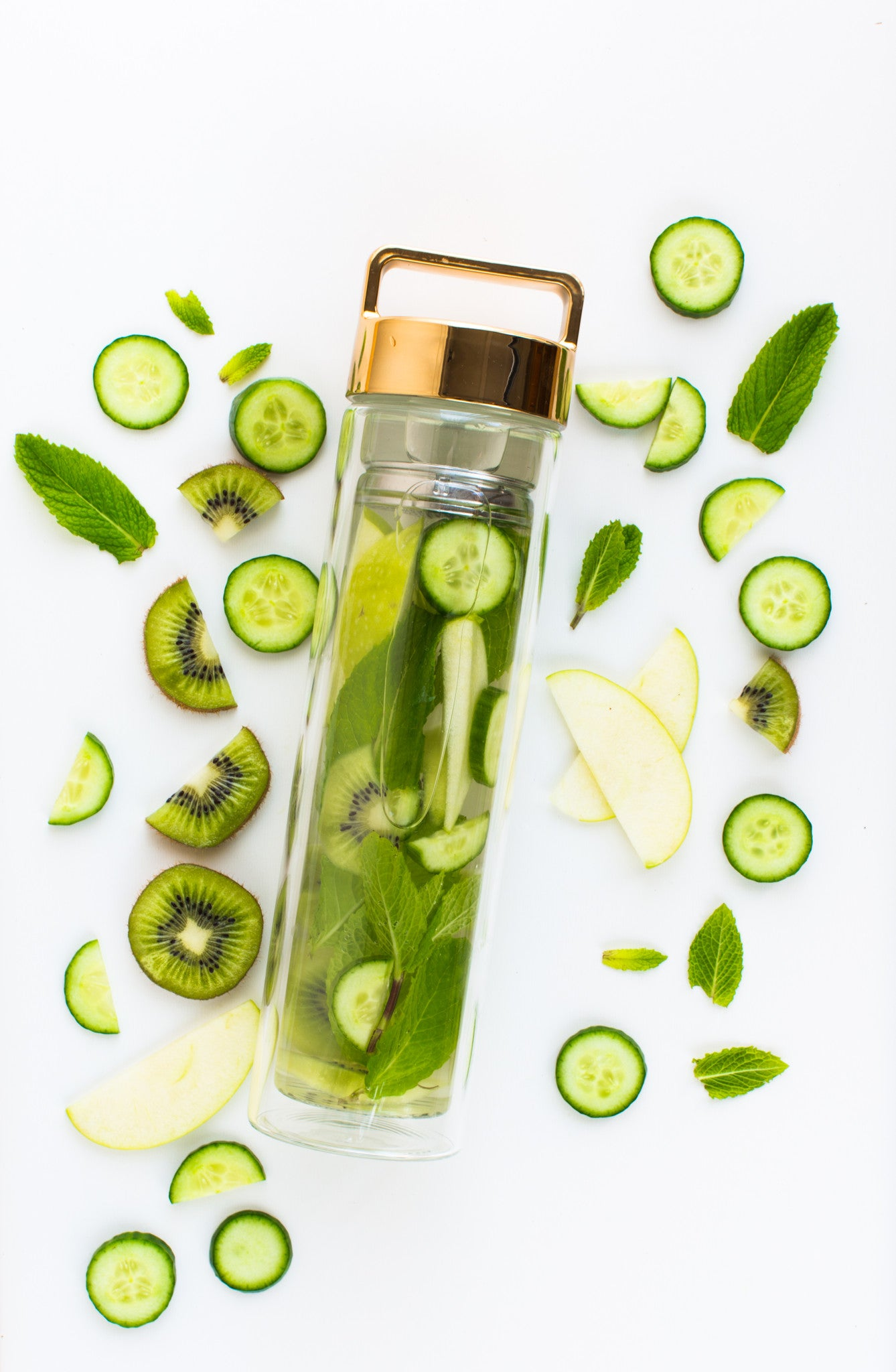 APPLE, KIWI, CUCUMBER AND MINT DETOX WATER // BY @8THANDLAKE