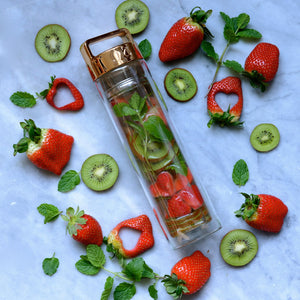 Strawberry, Kiwi and Mint Detox Water // by @alphafoodie