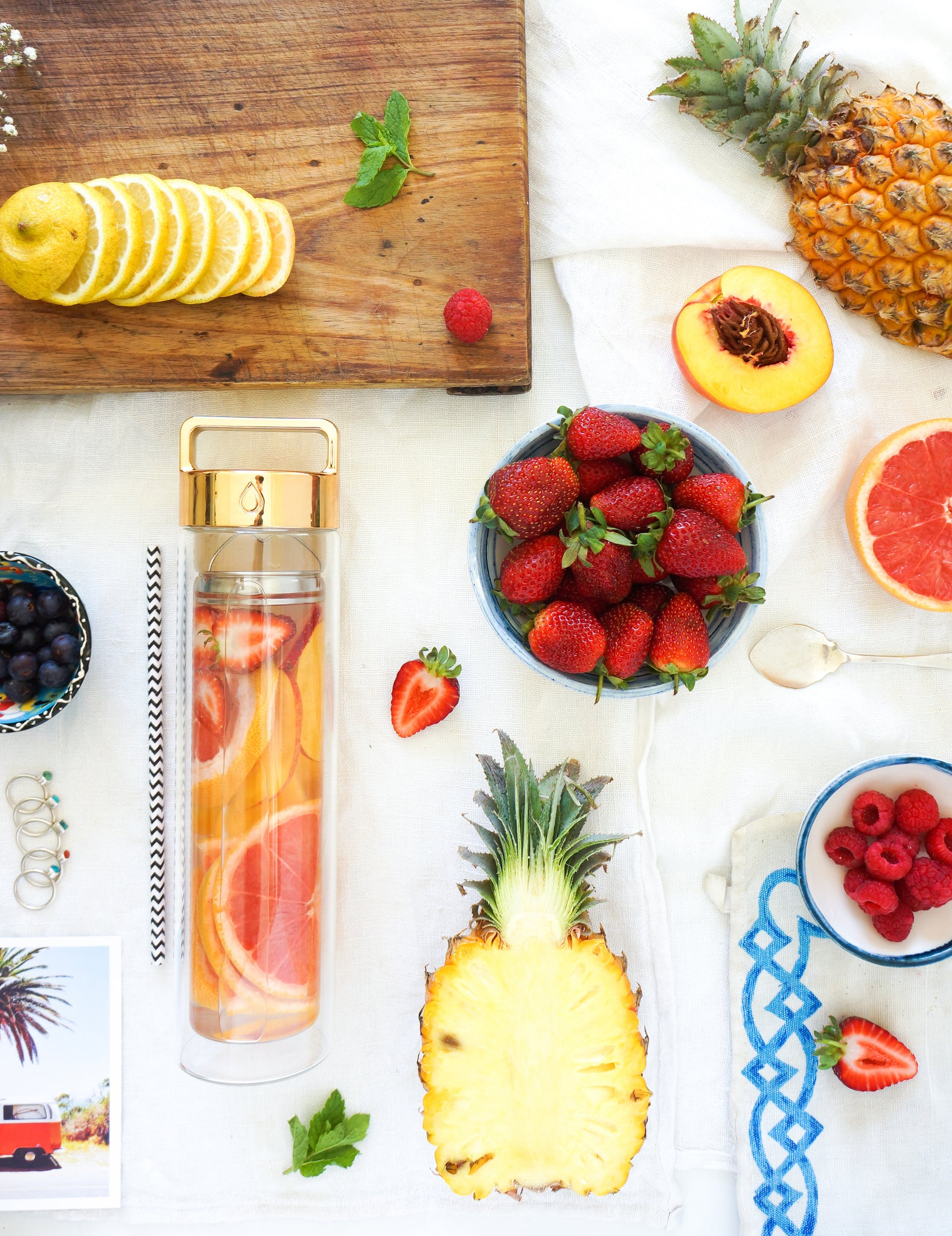 Strawberry, Grapefruit and Peach Detox Water // @anettvelsberg
