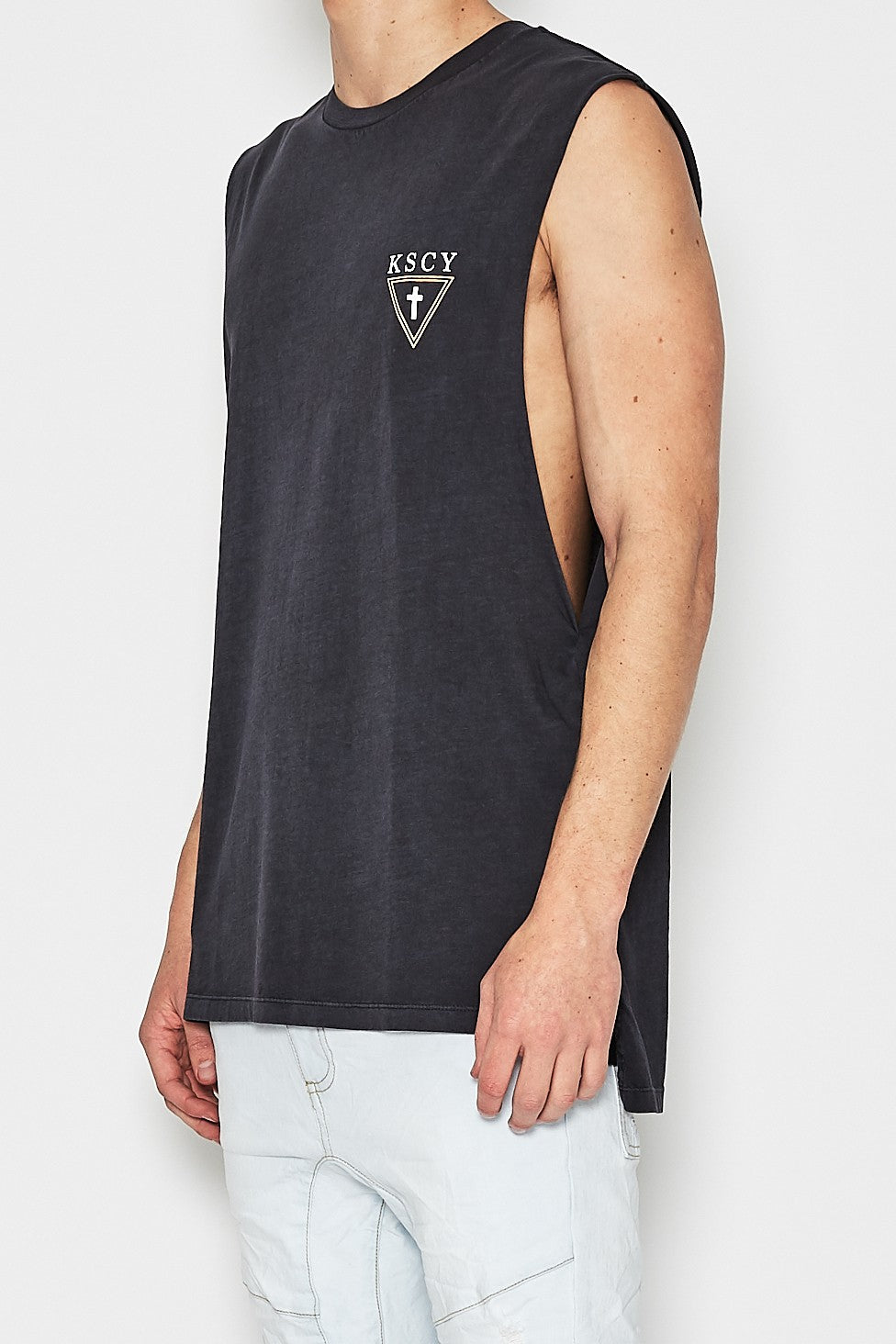 dd771838f13 Kiss Chacey OTHERSIDE STEP HEM MUSCLE TEE PIGMENT BLACK – Elwood 101