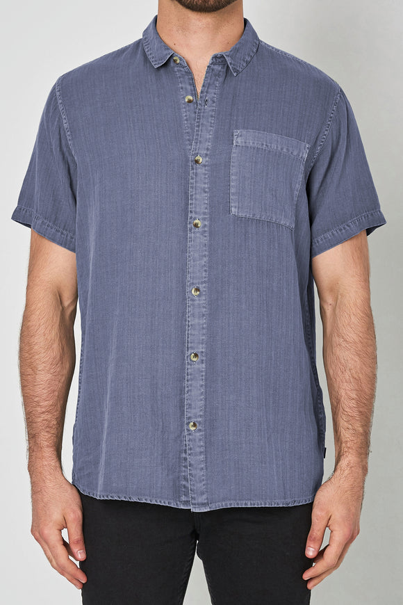 Rollas MENS MEN AT WORK SHORT SLEEVE HERRINGBONE SHIRT - BLUE HORIZON - Elwood 101