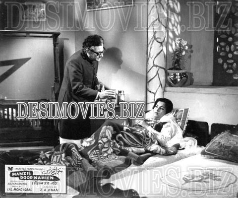 Manzil Door Nahien (1968)  Lollywood Lobby Card Still 1