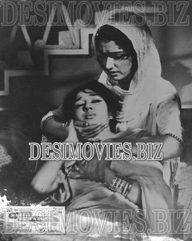 Manzil Door Nahien (1968)  Lollywood Lobby Card Still 2