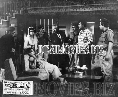 Manzil Door Nahien (1968)  Lollywood Lobby Card Still 3