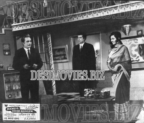 Manzil Door Nahien (1968)  Lollywood Lobby Card Still 6