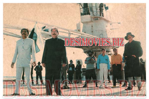 Watan ke Rakhwale (1991)  Lollywood Lobby Card Still 3