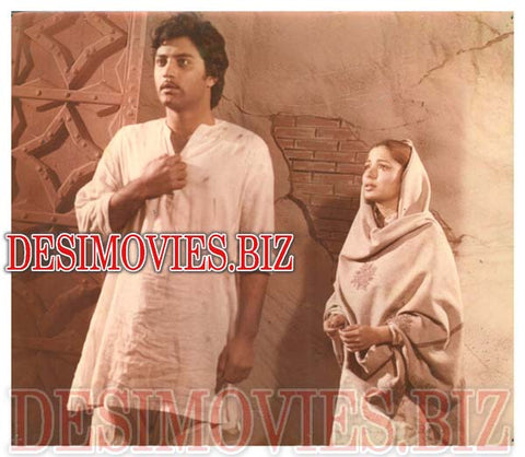 Do Dil (1981) Lollywood Lobby Card Still 2