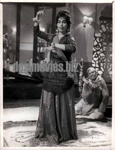 Aurat Ek Kahani (1963) Husna still - Lollywood Stars