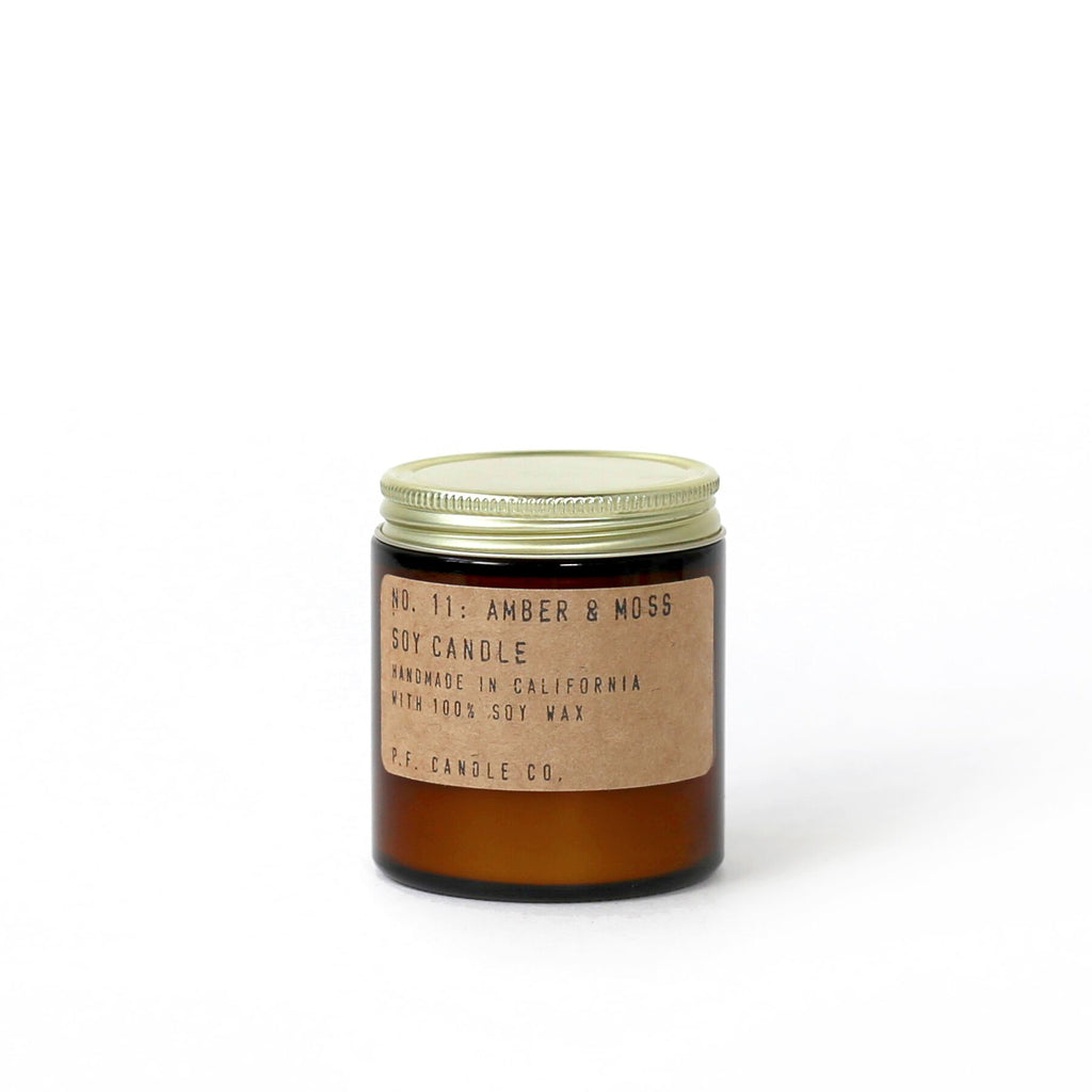 P.F. Candle Co. duftlys Amber & Moss