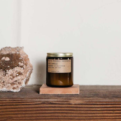 P.F. Candle Co. - duftlys Patchouli Sweetgrass