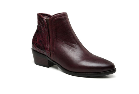 Nelly Flat Heel Ankle Leather Boots