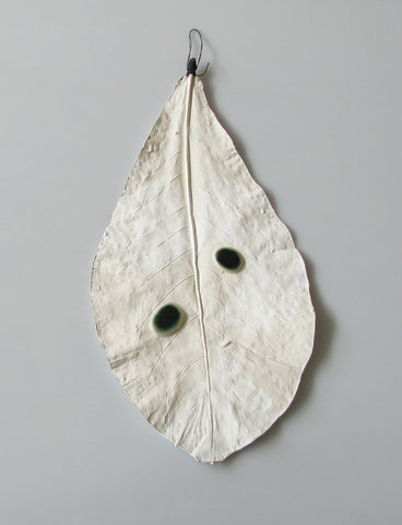 Wall leaves - Giant White Leaf and Porcelain Droplets, Rosa Nguyen