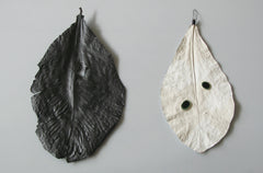 Wall leaves - Giant Graphite leaf, Rosa Nguyen Alternate View