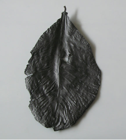 Wall leaves - Giant Graphite leaf, Rosa Nguyen