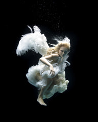 Angel 1, Zena Holloway