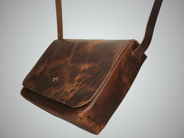 Crossbody in Distressed Brown