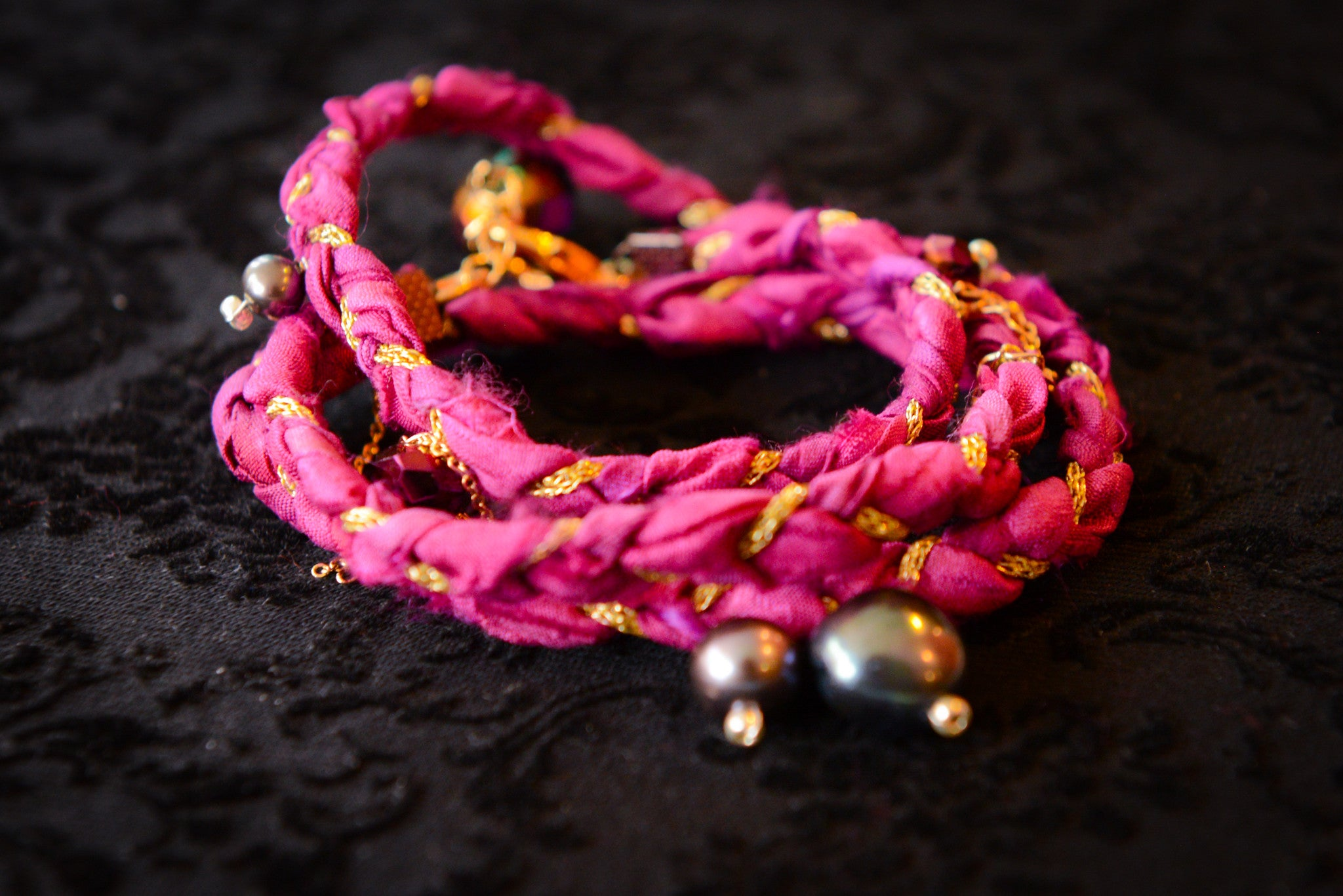 Silk bracelet with natural pearls and gold plated chain