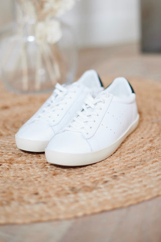 Nova Leather White/Black Sneakers