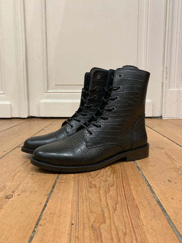 Black Leather Bottines