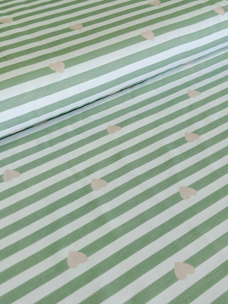 Paul und Clara: Mini Stripes Stretch French Terry, Pink Hearts on Green