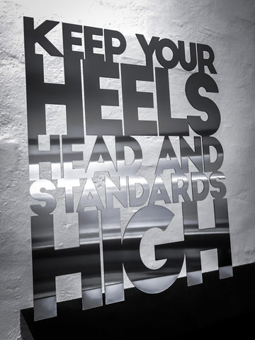 Keep your heels head and standards high - Rustfri stål 50x62cm