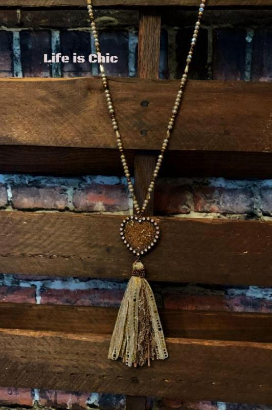LOVE IN YOUR HEART CRYSTAL BEADED NECKLACE IN MOCHA
