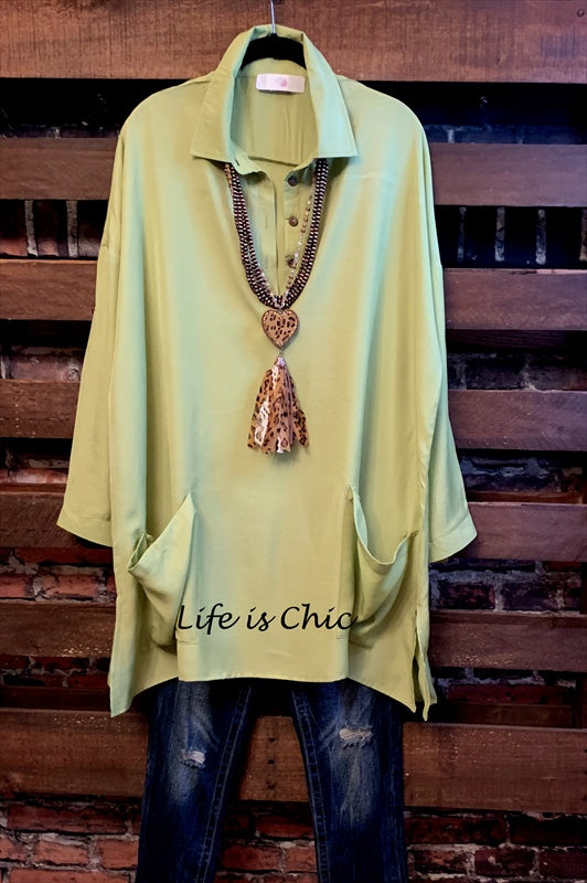 LIFETIME OF JOY LIGHTWEIGHT SHIRT TUNIC WITH PATCHED POCKETS IN LIME GREEN