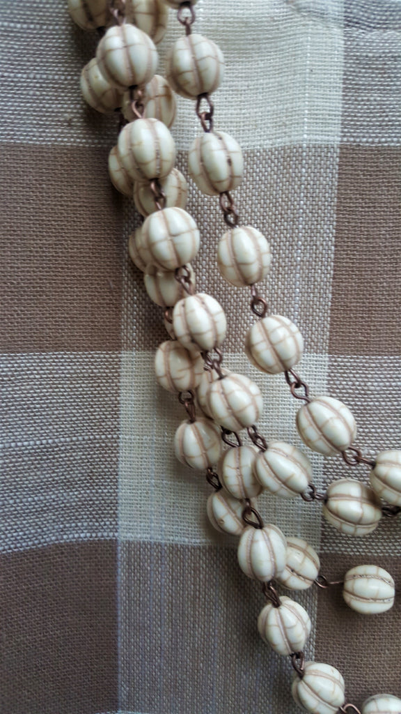 NATURAL LAYERED BEADED NECKLACE