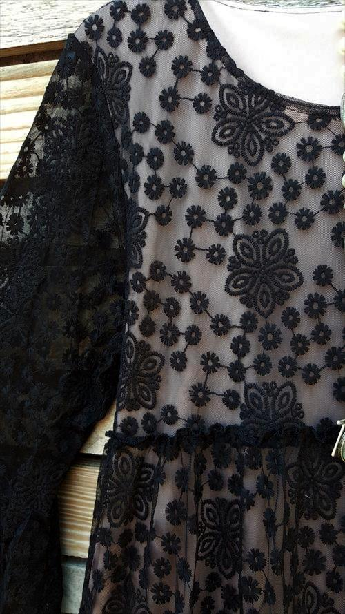 FAVORITE OBSESSION EMBROIDERED LACE DRESS IN BLACK