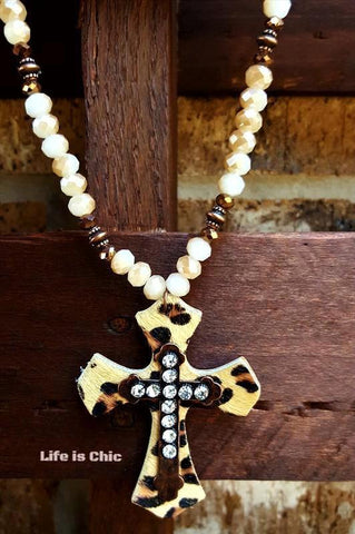 LE CROSS NECKLACE VINTAGE INSPIRED IN OFF-WHITE