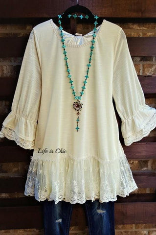 A LITTLE ENCHANTMENT LACE TOP IN TAUPE
