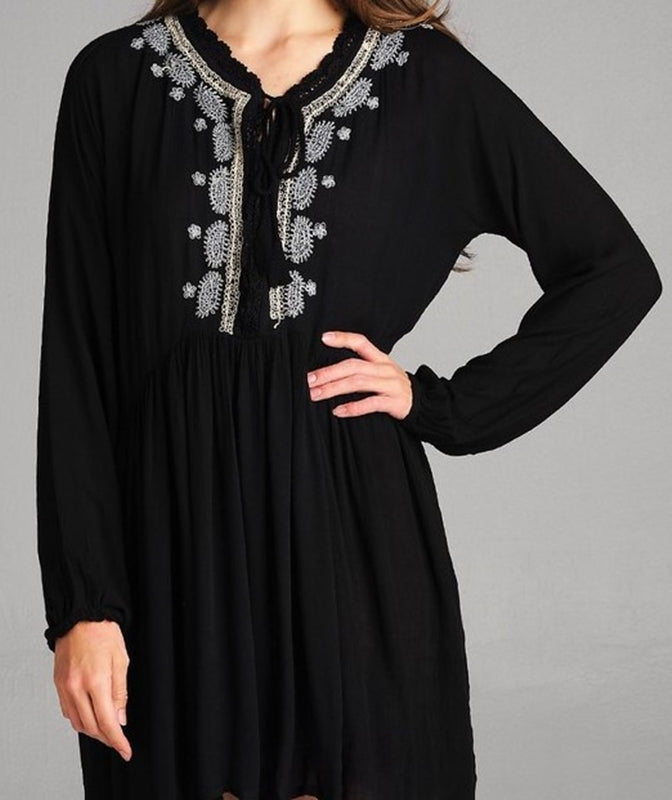 BELIEVE IN MAGIC EMBROIDERED DRESS IN BLACK - REGULAR SIZE ----------------sale