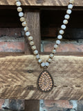 STARS SPARKLES CRYSTAL NECKLACE IN BEIGE