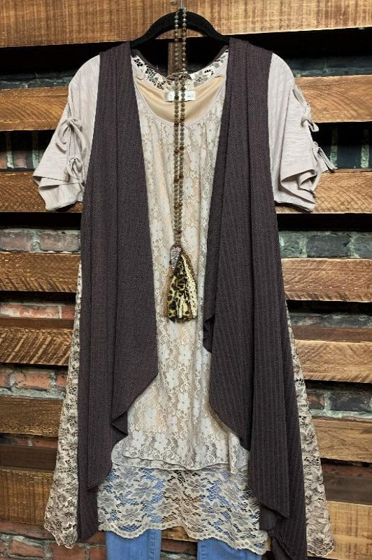 GYPSY SOUL LACE FLORAL BACK VEST IN BROWN
