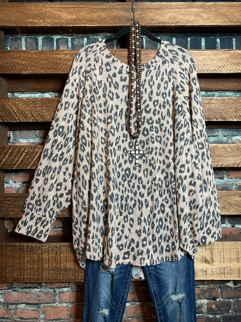 THIS IS THE MOMENT OVERSIZED SWEATER TUNIC ANIMAL PRINT BEIGE & GRAY
