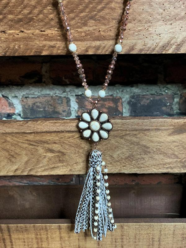 VINTAGE INSPIRED FLOWER SET NECKLACE IVORY