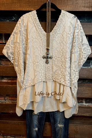 ROMANCE IN THE CITY LACE TOP IN BROWN