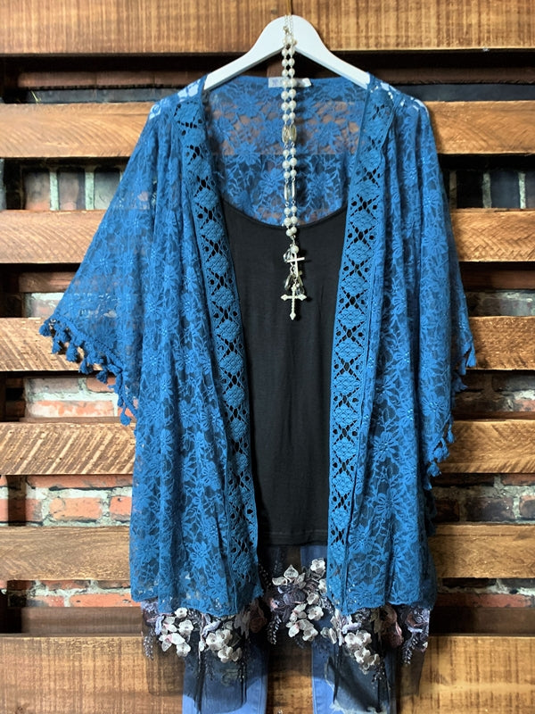 ROMANTIC INFLUENCE LACE KIMONO IN BLUE